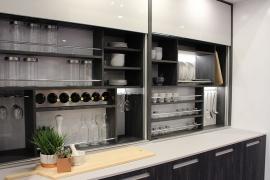 Murs de rangement pour cuisine organisée